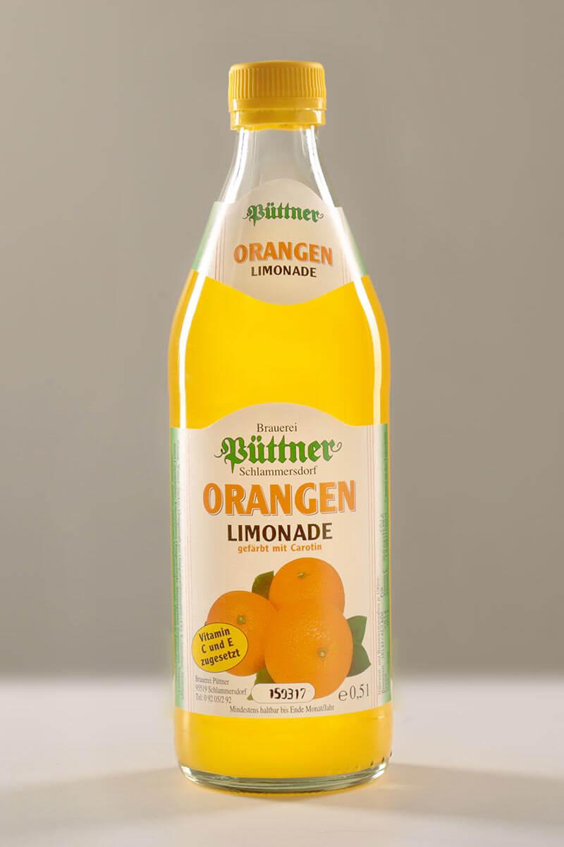 Orangen-Limonade der Püttner Bräu, abgefüllt in Glasflaschen